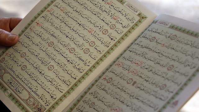 Bacaan Al Quran Surat Al Kutsar, Al Kafirun, An Nasr dan Al Masad serta terjemahan Indonesia Inggris