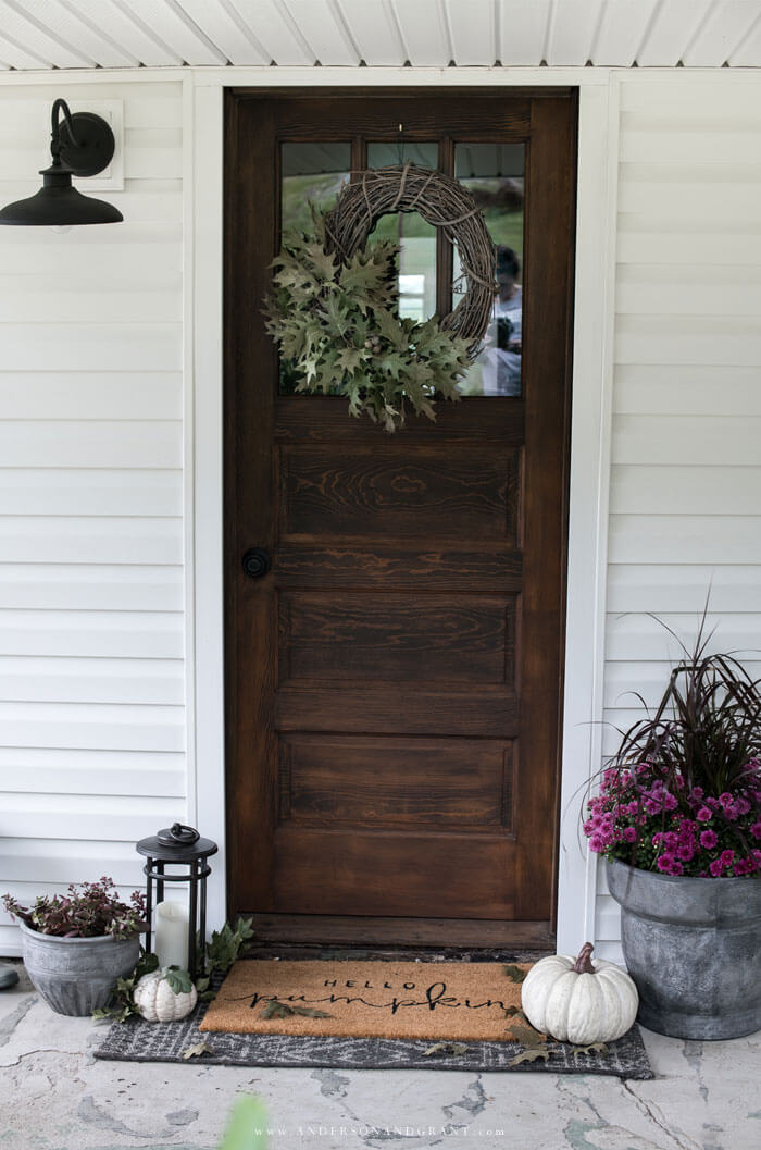 Learn how to keep it simple decorating your fall front porch with mums, seasonal plants, and pumpkins.