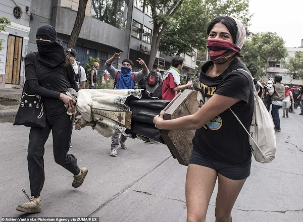 Demo Besar-besaran di Santiago, Kaum Radikal Menyeret Patung-Patung Yesus ke Jalan