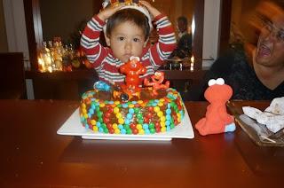 Bebé de 1 año celebrando