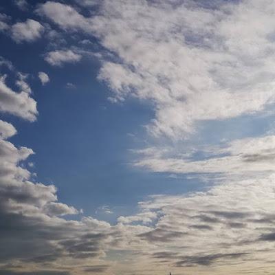 wolken zingen een Canto ostinato