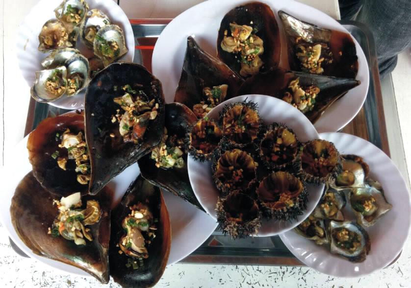 Thưởng thức hải sản phu quốc