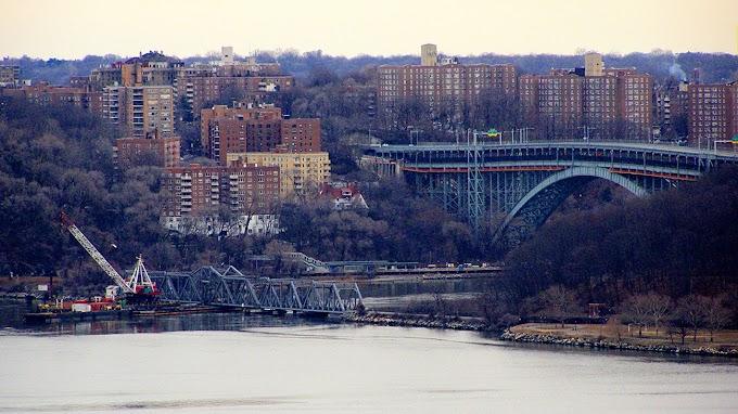 Encuentran un cadáver irreconocible en aguas del Alto Manhattan