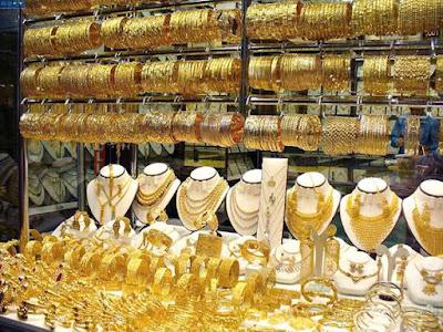 الذهب يرتفع عند التسوية لكنه يسجل خسائر شهرية