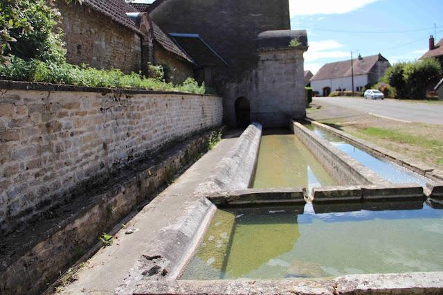 GENDREY : Fontaine des Auges