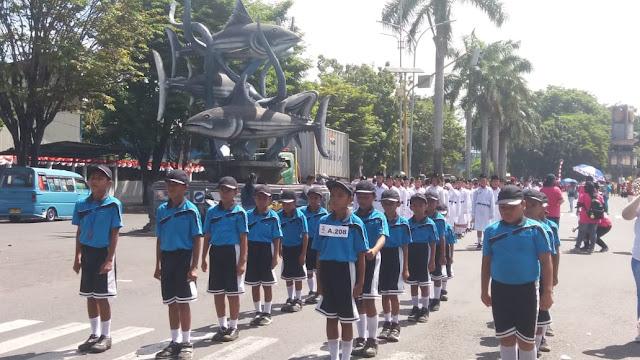 Meriahkan HUT RI ke - 74 ribuan siswa SD dan TK di Kota Bitung ikuti gerak jalan
