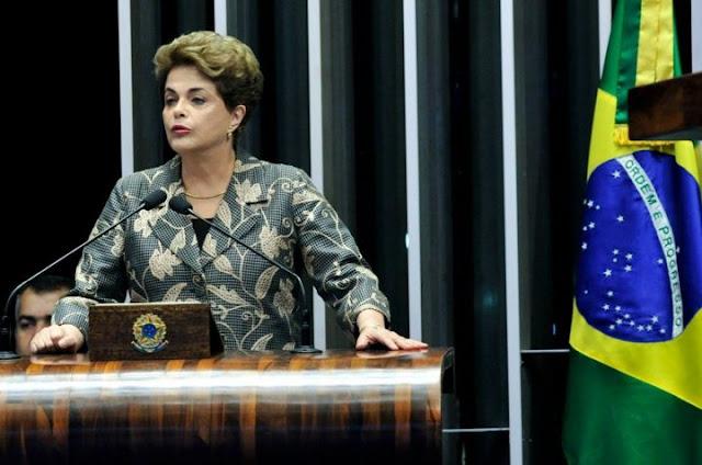 """Com o discurso de hoje e a maneira com que conduz as respostas aos senadores, Dilma deixa """"uma grande mensagem para o Brasil"""". Ela demonstra grande domínio técnico e político das questões a que é submetida, seja em sua fala, seja nos questionamentos. """"Tanto do ponto de vista jurídico quanto político, é uma aula da presidente Dilma."""" A opinião é do professor e jurista Luiz Moreira, ex-membro do Conselho Nacional do Ministério Público. Para Moreira, Dilma fez um """"discurso histórico"""". Ela demonstra """"profundo conhecimento de causa, afasta a possibilidade de existência de materialidade e autoria em relação ao crime de responsabilidade"""". Embora não se possa dizer que a fala e o comportamento categóricos da presidenta no Congresso possam provocar mudanças de votos de senadores, o jurista acredita que, a partir da posição da presidente Dilma hoje no Senado Federal, tudo é possível. """"O Supremo Tribunal Federal pode dizer que, por não haver crime de responsabilidade, não restou caracterizada a possibilidade de impeachment, e ela pode fazer recurso a cortes internacionais""""."""