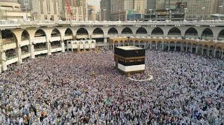 Umat Islam sedang menjalankan ibadah haji di Mekah, Arab Saudi pada September 2016 (Shutterstock). updetails.com