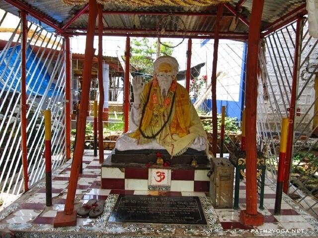 guru babaji statue