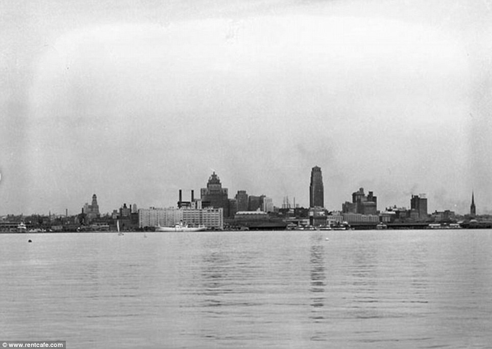 Toronto - 8 Then-And-Now Photos Show How Much Famous Cities Have Changed.