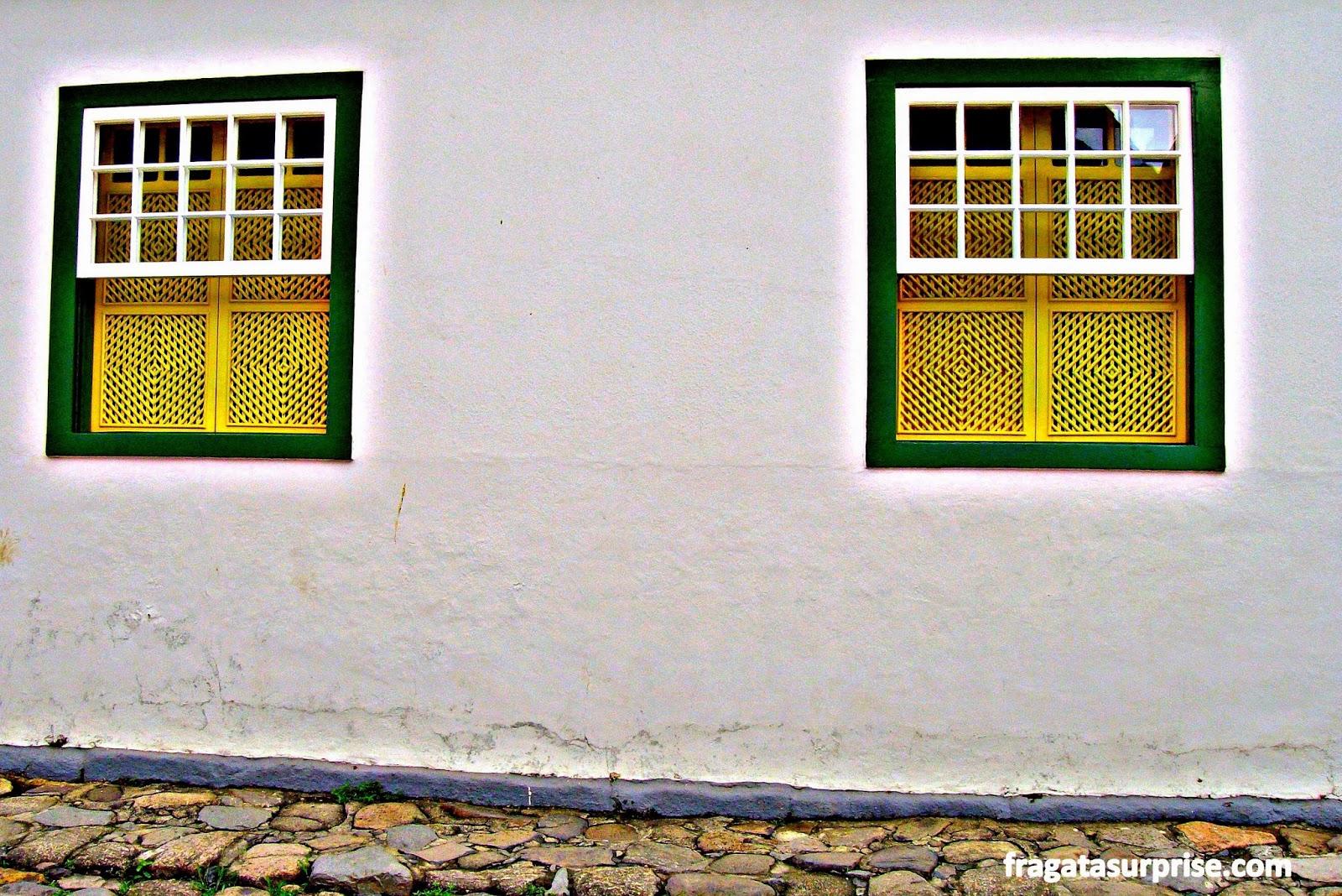 #B5A016 Fragata Surprise: Paraty: arco íris nas janelas 570 Janelas Em Arco Pleno