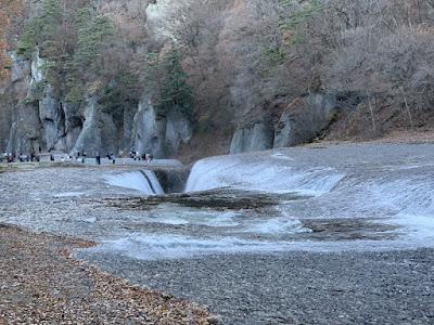 滝の落ち込み口