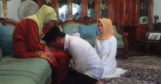 Dukunglah Suamimu Berbakti Kepada Ibunya Agar Anak-anakmu Berbakti Juga Kepadamu Kelak