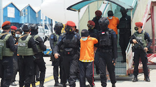 22 Terduga Teroris Hasil Operasi Di Jatim Digelandang Ke Jakarta