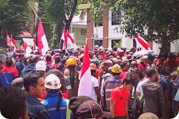 Ribuan Massa Serikat Pekerja PTFI Tuntut Sudiro Dibebaskan
