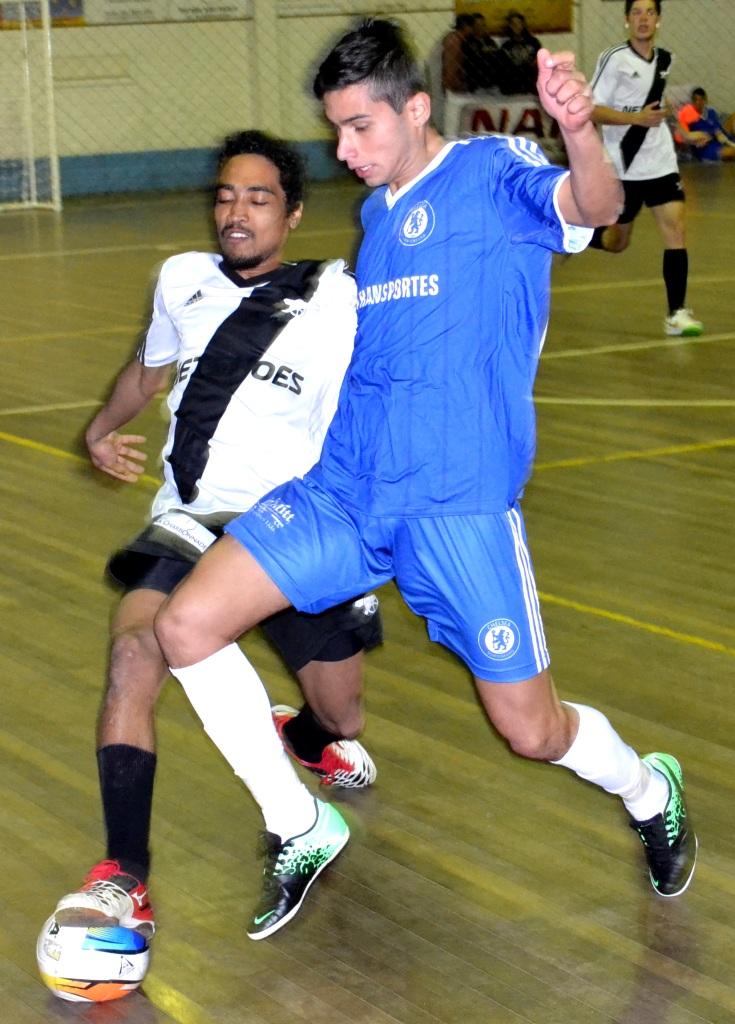 61a3b4e02d Chelsea de Paulo Oliveira (de azul)