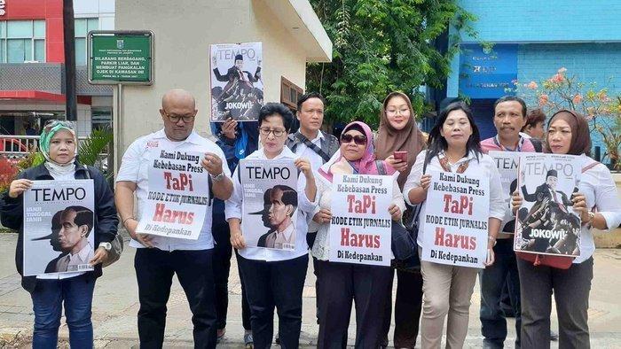 """Jokowi Mania Laporkan Tempo Soal Cover """"Pinokio"""""""