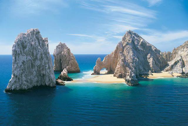 El Sur de Baja California se encuentra en el sur de la península de California, bañado por el Océano Pacífico y el Mar de Cortés y limita con Baja California.
