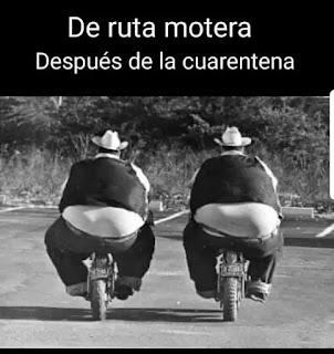 Dos hombres muy gordos en moto