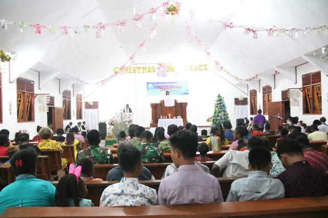 Personel Pamtas RI-PNG Yonif 411 Laksanakan Ibadah Natal Bersama Warga Perbatasan Di Papua