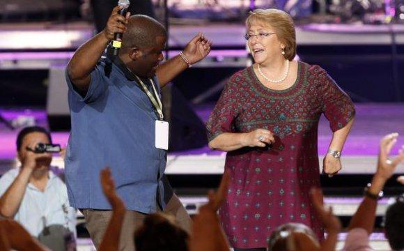 Ya no escucha a Miguel Bosé: Estas son las canciones de Bachelet en Spotify