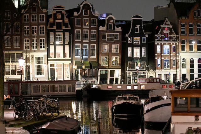 Δικαστικό «φρένο» στη νυχτερινή απαγόρευση κυκλοφορίας στην Ολλανδία