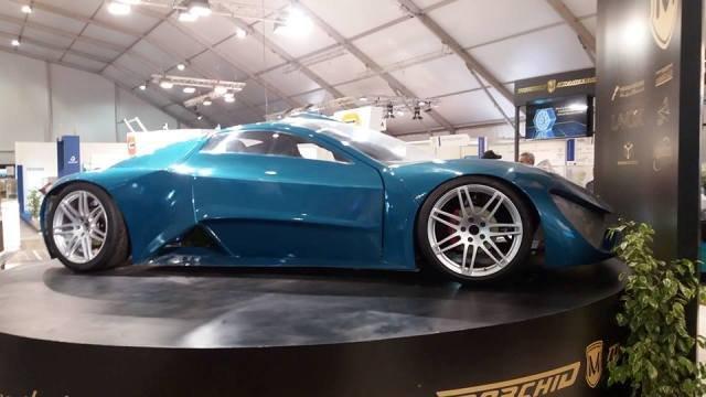 Un ingénieur Marocain présente une voiture sportive 100% électrique.