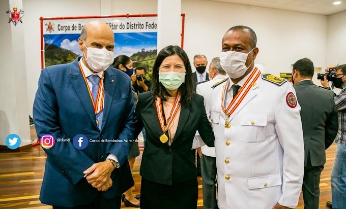 Variedade: Solenidade de entrega da medalha da Ordem do Mérito Bombeiro Militar