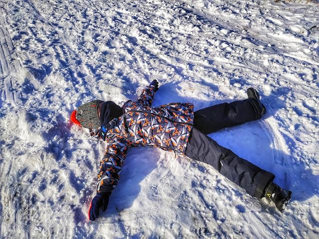 dziecko, śnieg, dolny Śląsk, Rzeczka, okolice Wałbrzycha