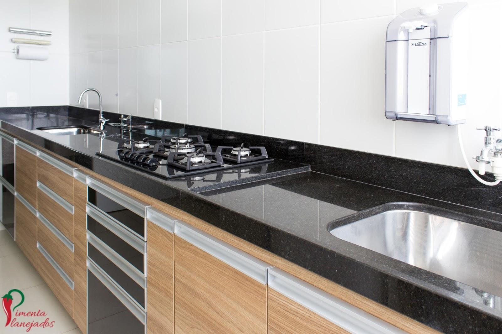 Cozinha corredor   5 dicas para otimizar o espaço ~ Pimenta  #8A6441 1600 1066