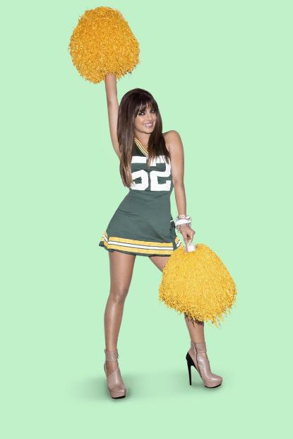 Priyanka Chopra Sexy & Spicy Photoshoot Pics For NFL League