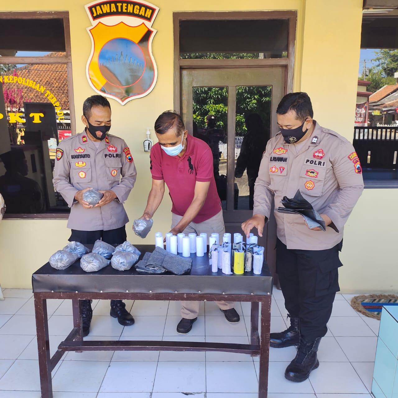Tiga Penjual Bubuk Petasan Diamankan Polsek Klirong
