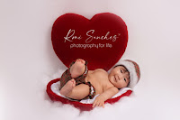 bebê dentro do coração com rouca de natal