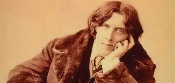 Όσκαρ Ουάιλντ ήταν Ιρλανδός μυθιστοριογράφος, ποιητής, δραματουργός και κριτικός