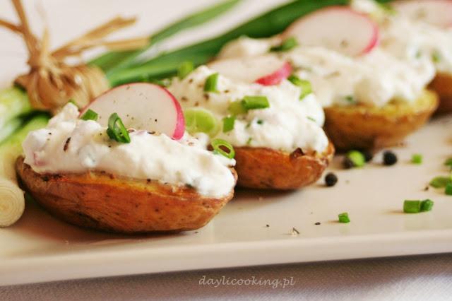 Pieczone ziemniaki z dodatkiem twarożku