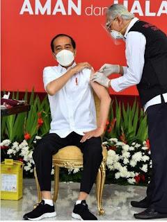Vaksinasi  Corona Perdana Berjalan Lancar, Aman dan Halal