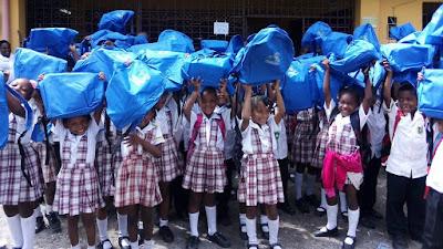 Continúa la entrega de material educativo a niños y niñas del departamento