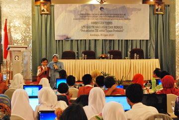 Kemenkominfo Ajak Anak-anak Surabaya Gunakan Internet Sehat