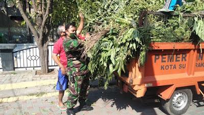 Peduli Lingkungan, Serda Supriyanto Ajak Warganya Gotong Royong Bersihkan Kali Pepe