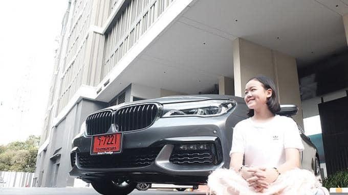 Gadis kecil beli BMW
