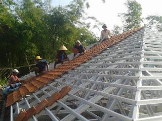 genteng Sokka dipasang di rangka atap baja ringan
