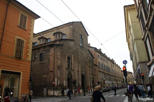 Strada della Repubblica a Parma: una via fiancheggiata da negozi ed eleganti palazzi