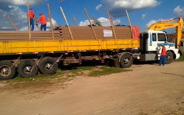 Maquinas e canos já estão no município e a obra será iniciada em breve – Foto: Reprodução