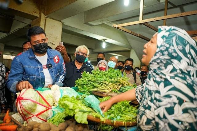 Bu Reni Menangis Curhat ke Calon Wali Kota Medan Bobby Nasution Soal Pasar Sukaramai