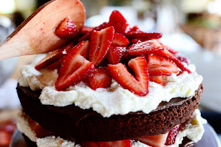 Kue Cokelat Strawberry Cake