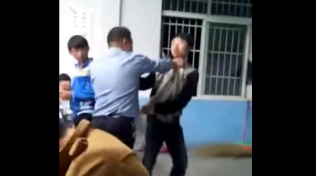 Alumnos golpean a su maestro y video se vuelve viral