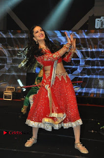 Bollywood Actress Model Sunny Leone Dance Performance in Red Half Saree at Rogue Audio Launch 13 March 2017  0156.jpg