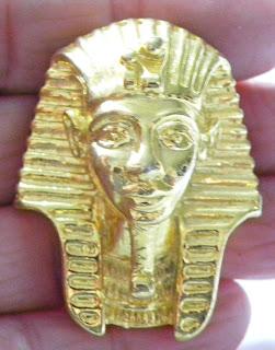 Tutankhamun brooch gold
