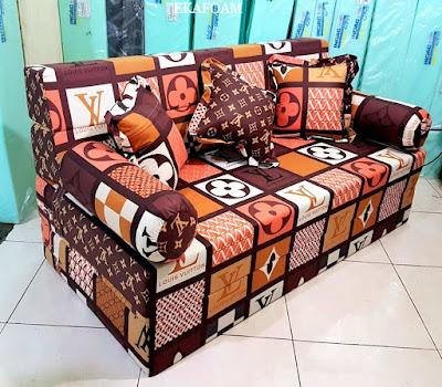 Sofa bed inoac motif LV Coklat mono / LV Lama posisi sofa