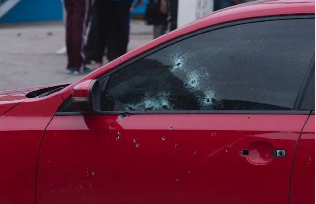 """Grupo de sicarios con AK-47 """"Cuerno de Chivo"""" lo atacan a balazos y muere junto a su bebé en Culiacán"""